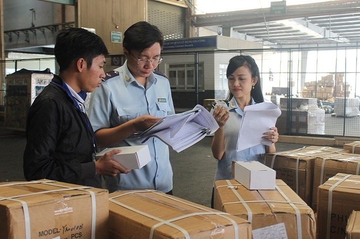 Customs officer inspecting goods at Tan Son Nhat Airport - Hochiminh City